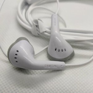 Samsung Earphone For All Smart Phones 3.5mm Jack with Mic - Lyseliv